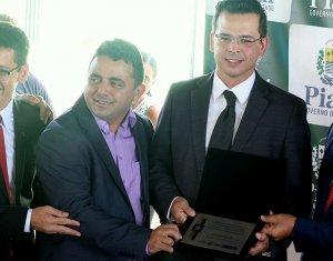 Juiz Julio Cesar Garcez é homenageado por contribuição ao sistema prisional piauiense