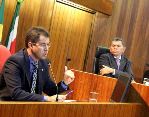 Presidente da Amapi defende mais juízes para Varas Criminais do Piauí durante seminário na Alepi