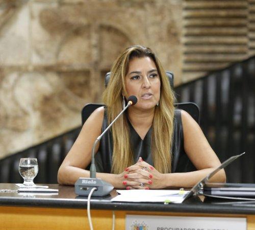 Renata Gil vence eleição e será a primeira mulher a assumir a AMB